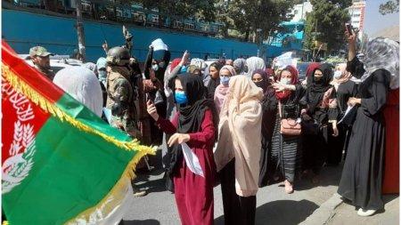 1.000 de oameni protesteaza pe strazile din Kabul: Nu vrem un guvern care sa fie marioneta <span style='background:#EDF514'>PAKISTAN</span>ului