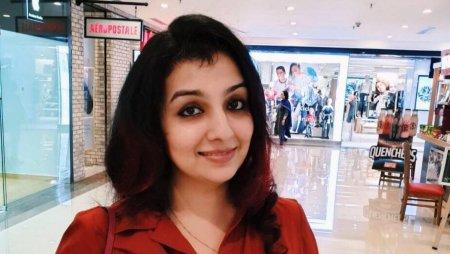 Zeci de femei <span style='background:#EDF514'>MUSULMAN</span>e din India s-au trezit scoase la vanzare pe internet. Ofereau 5 rupii si amenintau cu violul