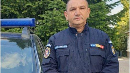 Un jandarm din Craiova a salvat trei persoane dintr-o masina in flacari