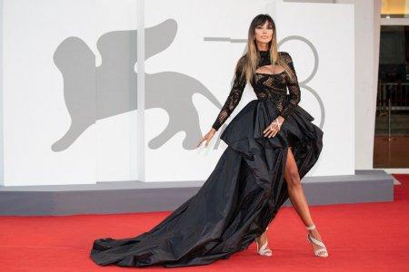 Madalina Ghenea, aparitie spectaculoasa pe covorul rosu la Festivalul de Film de la <span style='background:#EDF514'>VENETIA</span>