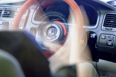 De ce nu este bine sa rotesti volanul cand masina stationeaza. Ce probleme pot sa apara