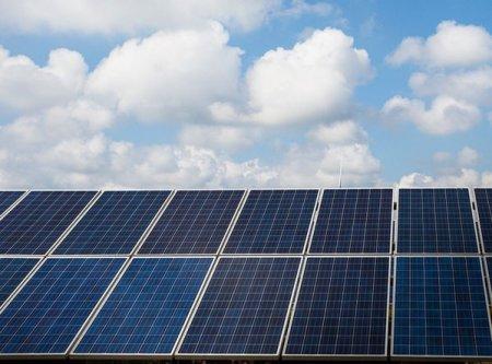 Compa Sibiu devine producator de energie din surse <span style='background:#EDF514'>REGENERABILE</span> dupa ce Enel a anuntat ca va instala 1.700 de panouri fotovoltaice in perimetrul operat de producatorul de componente auto