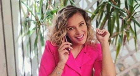 Lora, ipostazele tandre in care s-a <span style='background:#EDF514'>POZA</span>t cu iubitul ei. Cat de frumosi sunt impreuna