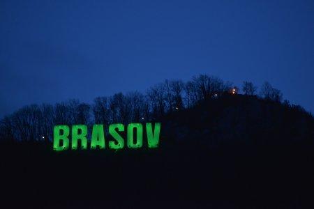 Brasovul, iluminat in alb si verde, in perioada Forumului Oraselor Verzi