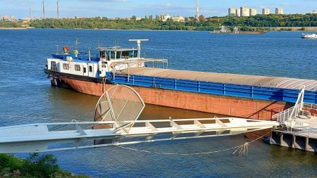 Alerta in portul Giurgiu! Un barbat este cautat de scafandri, dupa ce a cazut in <span style='background:#EDF514'>DUNARE</span> de pe o barja