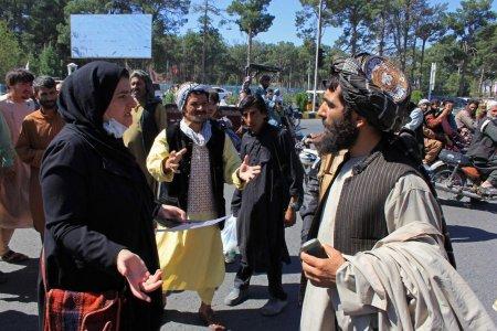 Doi morti si opt raniti intr-un protest anti-talibani, in vestul Afganistanului