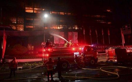 Incendiu la o inchisoare din Jakarta. Zeci de detinuti au murit