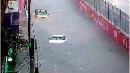 Inundatii si cutremur cu magnitudinea 7.0 in Mexic. Cel putin 18 morti