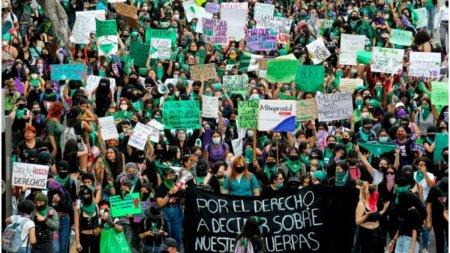 Curtea Suprema din Mexic a decis marti, in unanimitate, ca pedepsirea <span style='background:#EDF514'>AVORT</span>ului este neconstitutionala