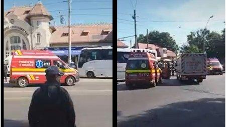 Doua microbuze de calatori s-au ciocnit in fata Garii Obor din Capitala. Zece victime la spital
