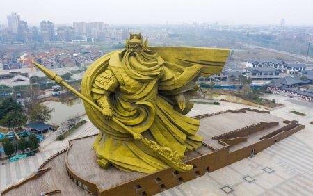 Scandal in China. Autoritatile vor plati 20 de milioane de dolari pentru mutarea unei <span style='background:#EDF514'>STATUI</span> pe care localnicii nu o plac