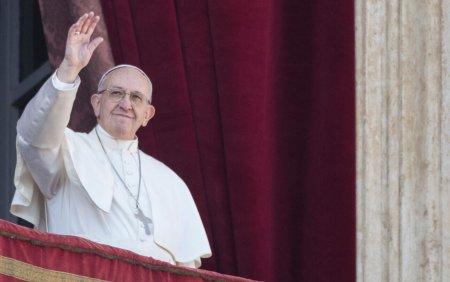 Detinutii din doua inchisori, rasfatati de Papa Francisc. Ce le-a trimis <span style='background:#EDF514'>SUVERAN</span>ul pontif pe timp de canicula