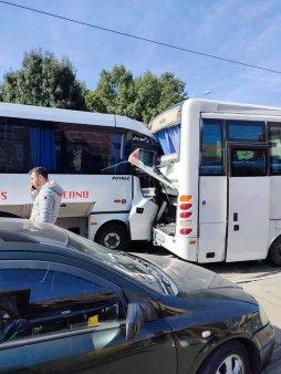 Bucuresti: Doua microbuze s-au ciocnit, zece victime