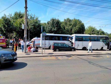 10 oameni raniti la Gara Obor din Capitala, in urma unui accident intre doua microbuze