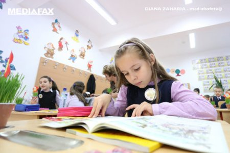 Romania, tara cu cel mai mare numar de elevi alocati unui invatator din Uniunea Europeana. In 2019, un cadru didactic din invatamantul primar din Romania a fost responsabil de educatia a mai mult de 19 elevi. La nivel european, media a fost de aproape 14 elevi per cadru didactic