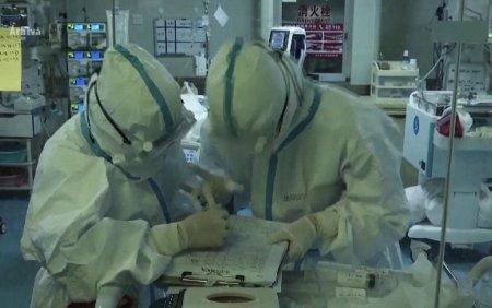 Sute de <span style='background:#EDF514'>CADRE MEDICALE</span> italiene, suspendate pentru ca nu s-au vaccinat anti-COVID-19