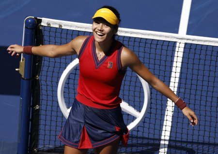 Emma Raducanu s-a calificat in sem<span style='background:#EDF514'>IFIN</span>ale la US Open. A castigat opt meciuri la rand, fara set pierdut