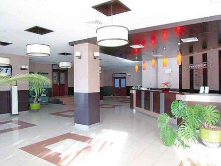 Ramada by Wyndham Targu Jiu, detinut de antreprenorul local Cristi Serban, primul hotel de patru stele sub un brand international din <span style='background:#EDF514'>JUDETUL GORJ</span>, a fost deschis