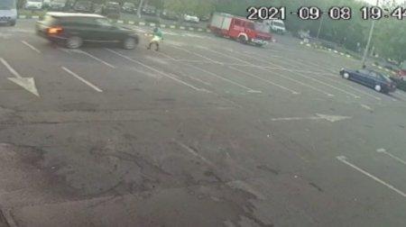 Angajatul unei spalatorii auto din Capitala, lovit intentionat cu masina de un client. Șoferul e cercetat pentru tentativa de omor