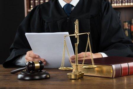 Mari erori judiciare din Romania. Cum a fost condamnat un tanar la 22 de ani de inchisoare pentru o <span style='background:#EDF514'>CRIMA</span> pe care nu a comis-o, in baza unui fir de par