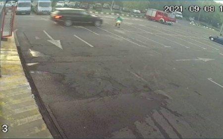 Un angajat al unei <span style='background:#EDF514'>SPALAT</span>orii auto din Bucuresti, lovit intentionat cu masina de un client