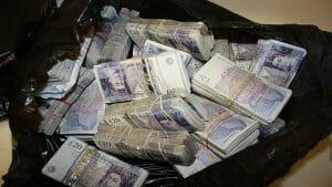 Cum poti sa pierzi jumatate de milion de lire pe mana politistilor de frontiera din Giurgiu