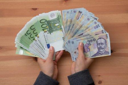 Cum explica analistii caderea istorica a leului in raport cu euro. E singura moneda din Europa Centrala si de Est care s-a depreciat