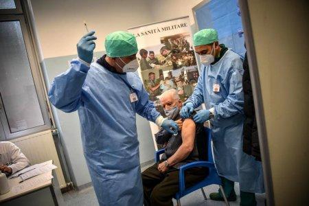 Sute de cadre sanitare din Italia au fost suspendate din functie pentru ca nu s-au vaccinat anti-COVID-19