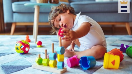 Sfaturi de la bekid.ro: alegerea jucariilor care incurajeaza dezvoltarea emotionala si sociala a copiilor