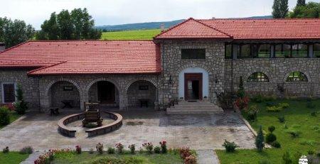 Wine Trips Romania | Domeniul <span style='background:#EDF514'>TOHANI</span>, din dragoste pentru Feteasca neagra