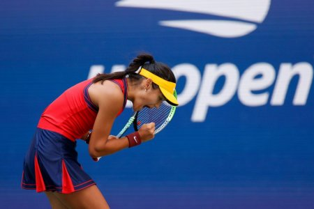 Emma Raducanu scrie istorie la US Open! Este prima jucatoare  in sem<span style='background:#EDF514'>IFIN</span>ale, venita din calificari