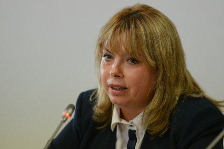 Dragu, despre Roman: Efectiv se tinea de microfon. Vicepresedintele PNL cere demisia presedintei Senatului