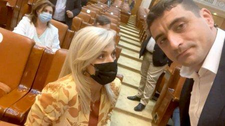 Urlati ca o <span style='background:#EDF514'>MAIMUTA</span>. Schimb de replici taioase intre Alina Gorghiu si George Simion, in Parlament