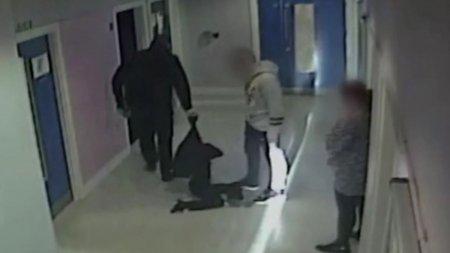 Cel mai josnic politist: a tarat pe podea scolii un copil cu autism si l-a amenintat ca-l bate, in Marea Britanie