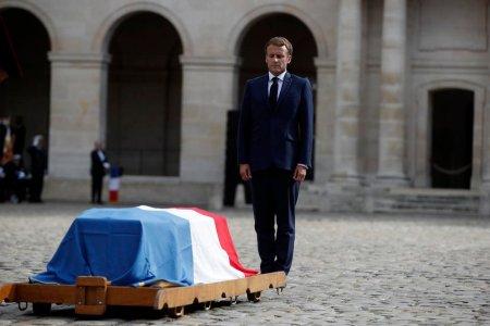Emmanuel <span style='background:#EDF514'>MACRON</span>, ultim omagiu pentru actorul Jean-Paul Belmondo: Il iubim pentru ca el este ca noi
