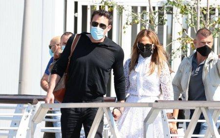 Ben Affleck si Jennifer Lopez si-au facut aparitia impreuna la Venetia. <span style='background:#EDF514'>GALERIE FOTO</span>