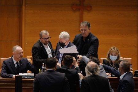Cine sunt parlamentarii AUR care l-au indepartat pe Florin Roman de la prezidiu? Nimeni nu s-ar fi asteptat