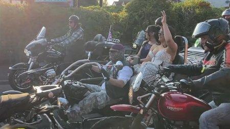 O adolescenta a fost adusa la balul de absolvire de aproape 300 de motociclisti, in Marea Britanie, dupa apelul disperat al mamei: