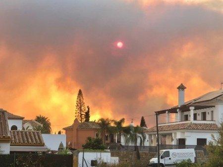 Aproape 1.000 de persoane, evacuate din cauza incendiilor din sudul Spaniei