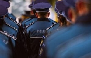 100 de politisti din Bucuresti, concediati. Nu stiu sa scrie si sa citeasca