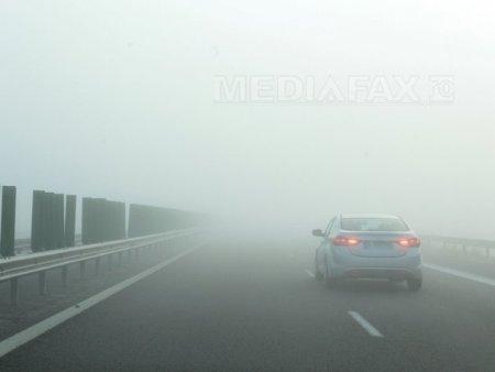 Atentie soferi! Cod galben de ceata densa. Vizibilitate este redusa sub 200 sau chiar 50 de metri pe <span style='background:#EDF514'>SOSELE</span> din 5 judete