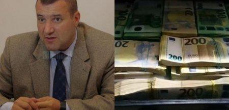 Comisarul-sef anchetat penal pentru ca a vandut permise auto: Procurorii au ridicat banii soacrei din batista