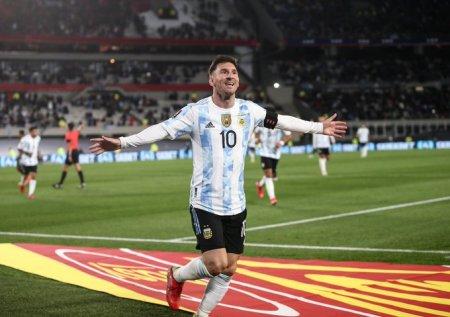 Messi a doborat recordul lui Pele cu un hattrick