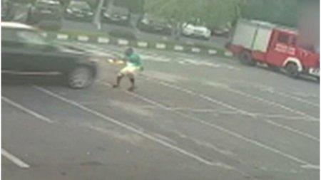 Șoferul care a lovit intentionat cu masina angajatul unei spalatorii s-a predat. Este un om de afaceri turc!