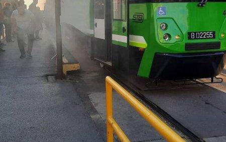 In prima zi de traseu, dintr-unul dintre cele trei tramvaie noi din Bucuresti a iesit fum. Ce explicatie ofera STB. FOTO