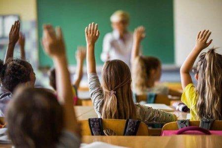 SONDAJ BES<span style='background:#EDF514'>TJOBS</span>: Doar 8% dintre parinti vor scoala online pentru copiii lor anul acesta