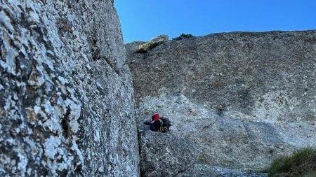 Interventie dificila a salvamontistilor in Bucegi, dupa ce un alpinist a cazut de pe un perete si si-a fracturat mainile si picioarele