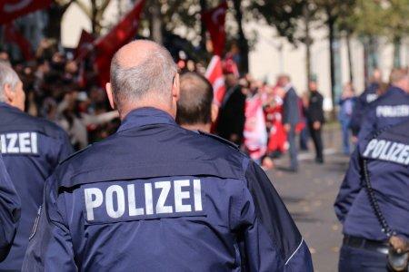 Un roman a amenintat si incercat sa injunghie mai multi oameni, in Germania
