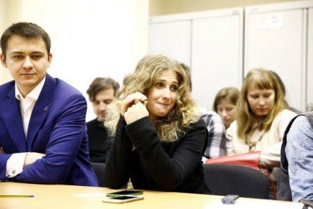 Cazul sanitar. O membra a <span style='background:#EDF514'>PUSS</span>y Riot, condamnata la un an de restrictionare a libertatii pentru promovarea unui protest impotriva arestarii lui Navalnii