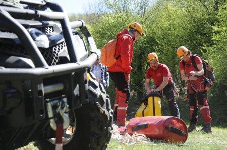 Alpinistul ranit grav in <span style='background:#EDF514'>MUNTII BUCEGI</span> a fost salvat dupa opt ore
